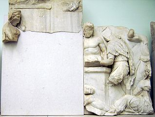 https://upload.wikimedia.org/wikipedia/commons/thumb/9/9e/Pergamon_Altar_-_Telephus_frieze_-_panel_49%2B50.jpg/318px-Pergamon_Altar_-_Telephus_frieze_-_panel_49%2B50.jpg