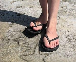 Safetray - Image: Person wearing black flip flops