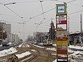 Petřiny, smyčka, zastávkový označník a ulice Na Petřinách.jpg