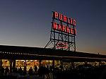 Cổng chợ lúc chiều tối