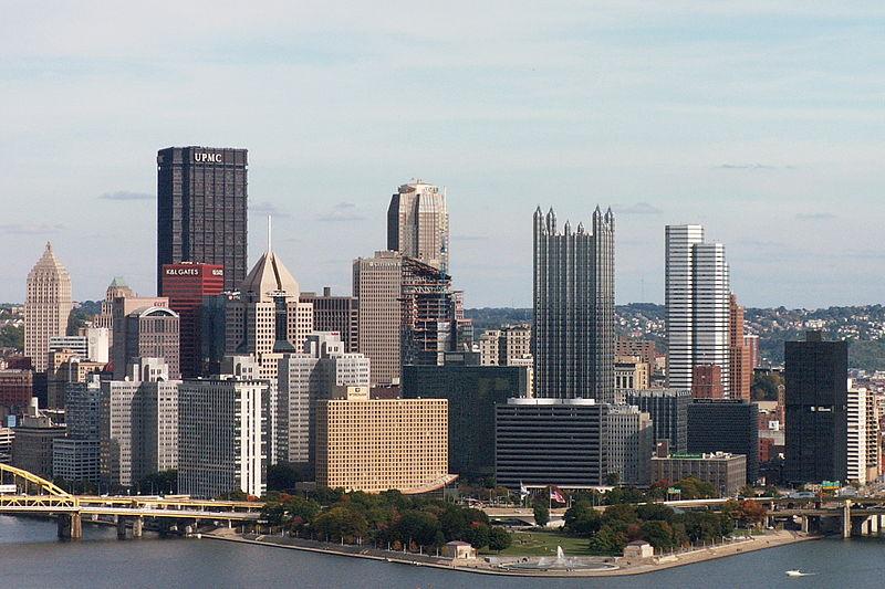 Pittsburgh Skyline from West End Overlook 01.jpg