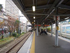 Ōizumi-gakuen Station - View of the platforms, December 2008