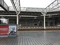 Platform of Yueyang East Station.jpg