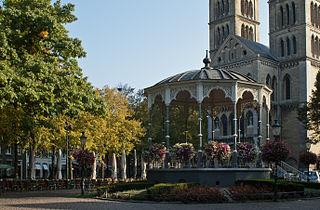 Platz vor der Münsterkirche in Roermond 2.jpg