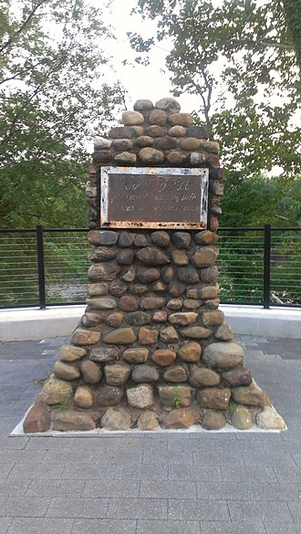 Garfield, New Jersey - Post Ford at River Drive and Columbus Ave - Revolutionary War Monument