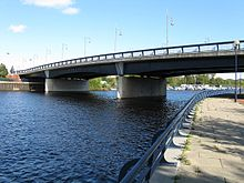 Princess of Wales Bridge from south bank upriver.jpg