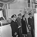 Prinses Juliana en prins Bernhard aan boord van HMS Bellona Naast hen de Britse , Bestanddeelnr 900-6686.jpg