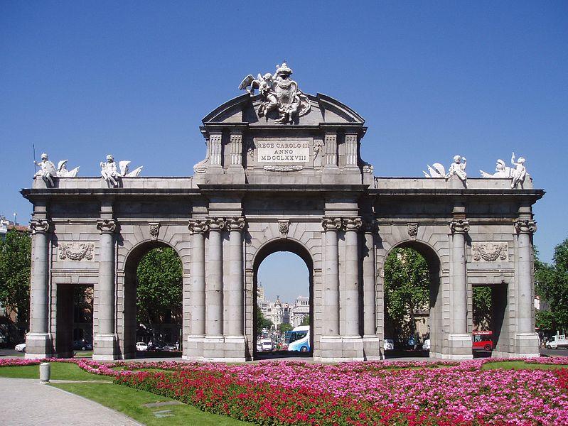 Archivo:Puerta de Alcalá (fachada este).jpg
