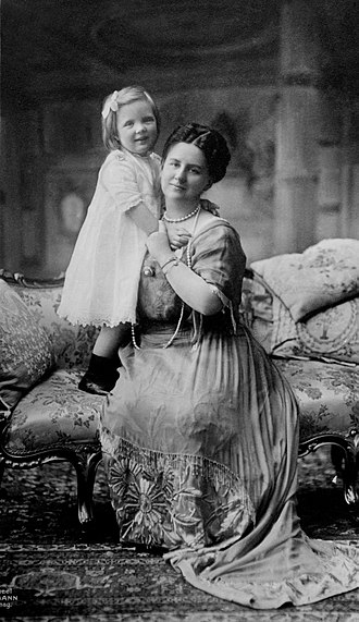 Wilhelmina of the Netherlands - Queen Wilhelmina and her daughter Juliana, circa 1914