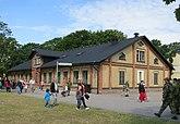 Fil:Revinge garnison 2012-Förläggningsbyggnad 52.jpg