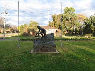 Hubert Opperman - Hubert Opperman's statue in Rochester, Victoria