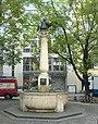 Rotkäppchen mit Wolf (Brunnen in München).JPG