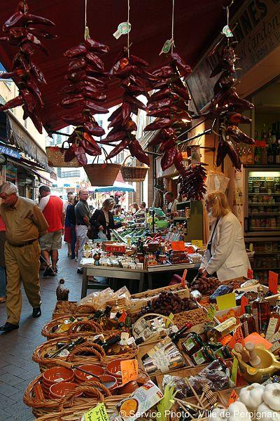 Perdez-vous au coeur de Perpignan, vous découvrirez alors ses ruelles et boutiques aussi authentiques qu'insolites comme celle de la Rue Paratilla, toute dédiée aux épices et autres mets de méditeranée odorants...