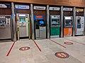 Samsun Piazza ATM bölümünde sosyal mesafe uyarıları.jpg