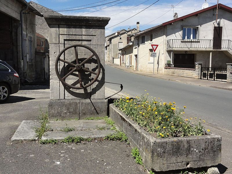 Savonnières-en-Perthois (Meuse) pompe-fontaine B