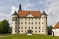 Schloss Hartheim, Frontalansicht der Südseite.jpg
