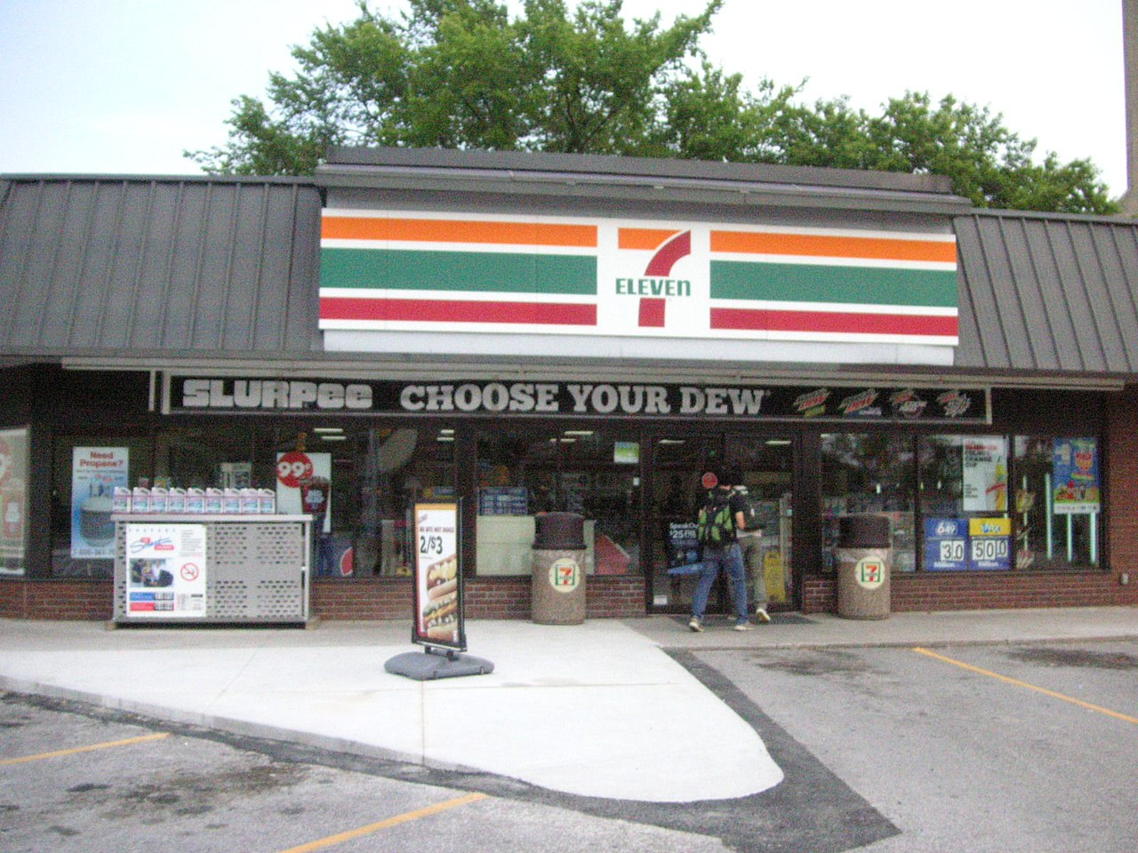 7 Eleven Is Shutting Down Stores All Across Toronto Narcity
