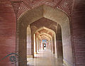 Shah Jahan Mosque, Inside Pillars.jpg