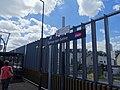 Signalétique du nom de la gare d'Epinay-sur-Seine sur un quai du T11 Express.jpg