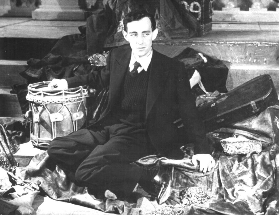 Sir Alec Guinness - 1938 (1)