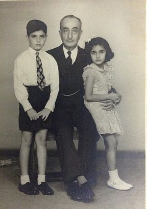 Mirza Ismail - Mirza Ismail, with eldest children of Mirza Mahmud