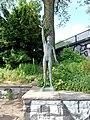 Skulptur Jüngling mit Möwe von Fritz Fleer (1).jpg