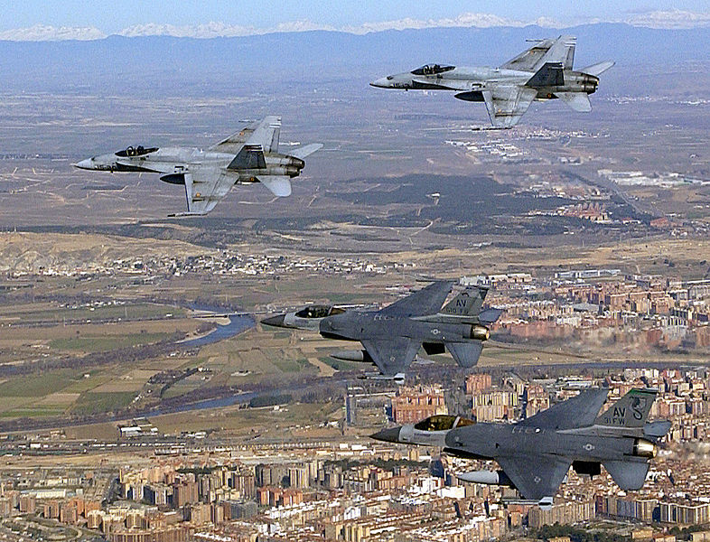 Archivo:Spanish Air Force EF-18 and USAF F-16 DF-SD-03-10957.JPEG