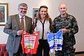 Sprejem za Petro Majdič na Ministrstvu za obrambo ob koncu poklicne kariere v Slovenski vojski 2013 (2).jpg