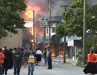 2006 Nuku'alofa riots - The start of the major fires due to the Nuku{{okina}}alofa riots