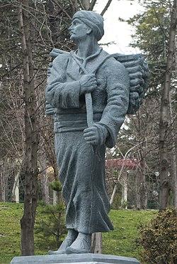 Statue of Yunus Emre, Eskişehir 05 (cropped).jpg