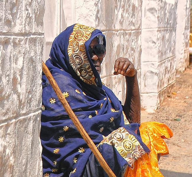 File:Street Lady, Harar, Ethiopia (12531201814).jpg