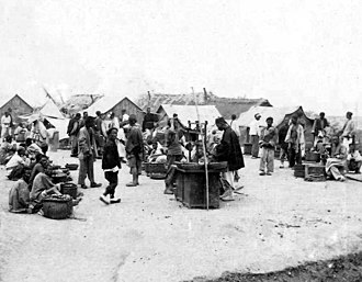 Shandong - Street market in the city, photographed by members of the Fragata Sarmiento's crew in the late 19th century