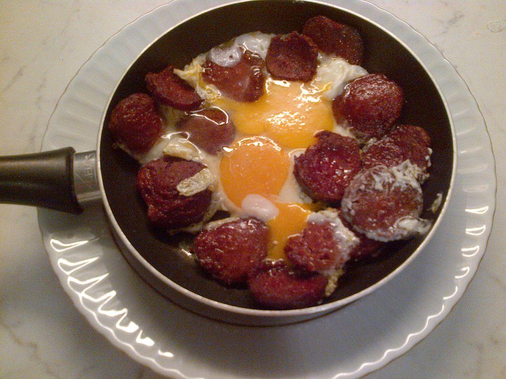 Sucuklu yumurta