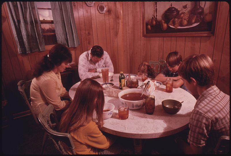 File:THE WAYNE GIPSON FAMILY SAYS A PRAYER BEFORE THEIR EVENING MEAL IN THE KITCHEN OF THEIR MODERN HOME NEAR GRUETLI... - NARA - 556611.jpg