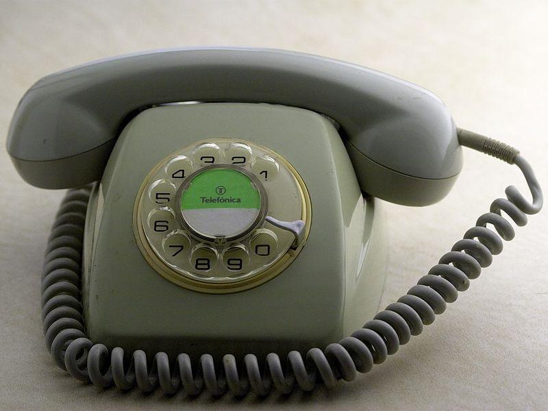 http://upload.wikimedia.org/wikipedia/commons/thumb/9/9e/TelefonicaTelefono80sCNTE8008-G.jpg/800px-TelefonicaTelefono80sCNTE8008-G.jpg