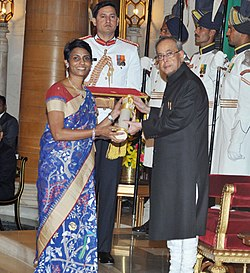 The President, Shri Pranab Mukherjee presenting the Padma Shri Award to Dr. Manjula Anagani, at a Civil Investiture Ceremony, at Rashtrapati Bhavan, in New Delhi on March 30, 2015.jpg