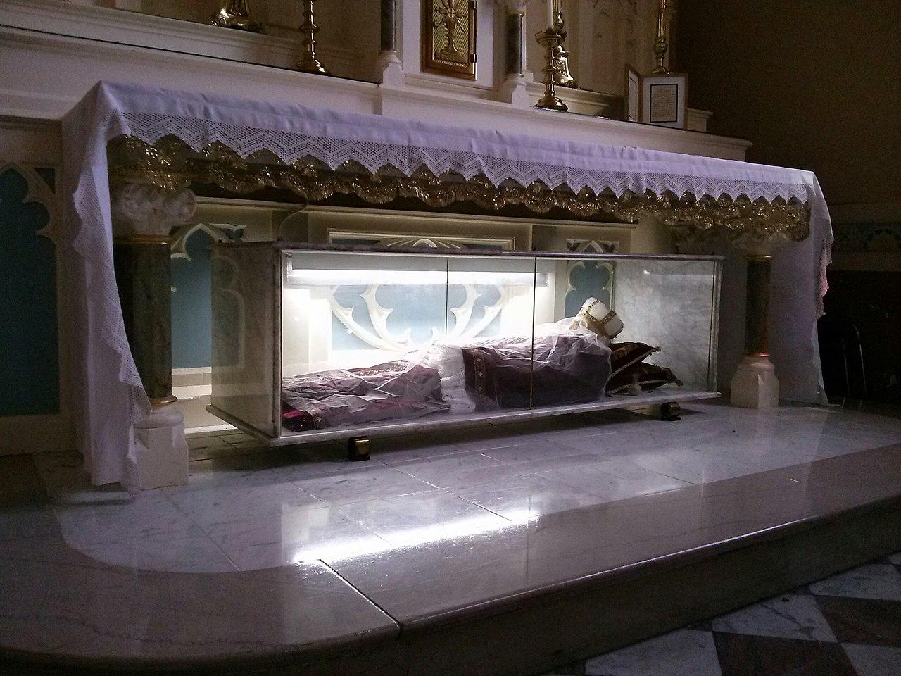 filethe shrine of st bonosa at st martin of tours