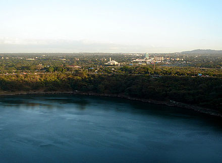 Vista of the Tiscapa Lagoon and the city of Managua. Tiscapa Lagoon.jpg