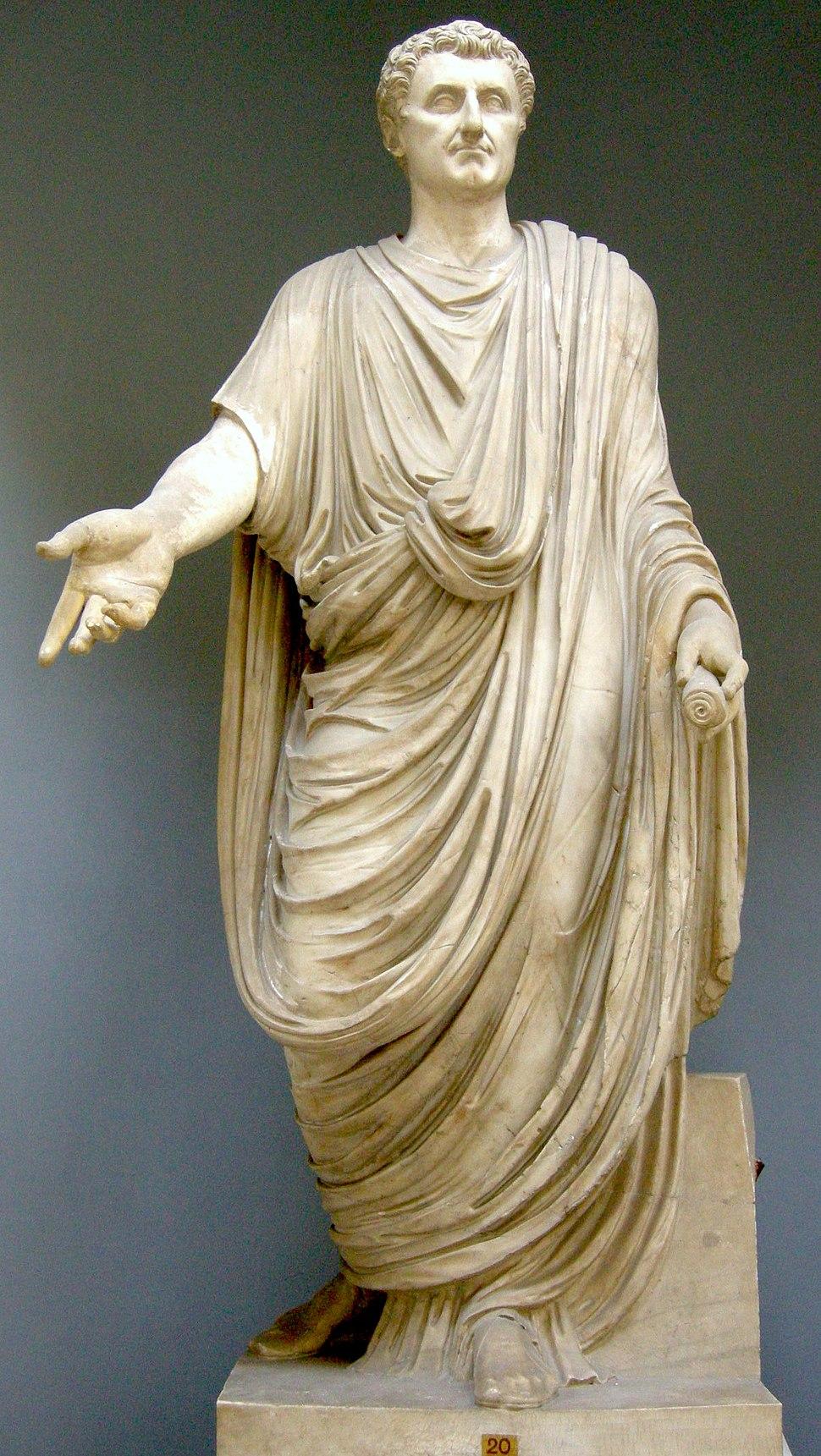 Togato, I sec dc. con testa di restauro da un ritratto di nerva, inv. 2286