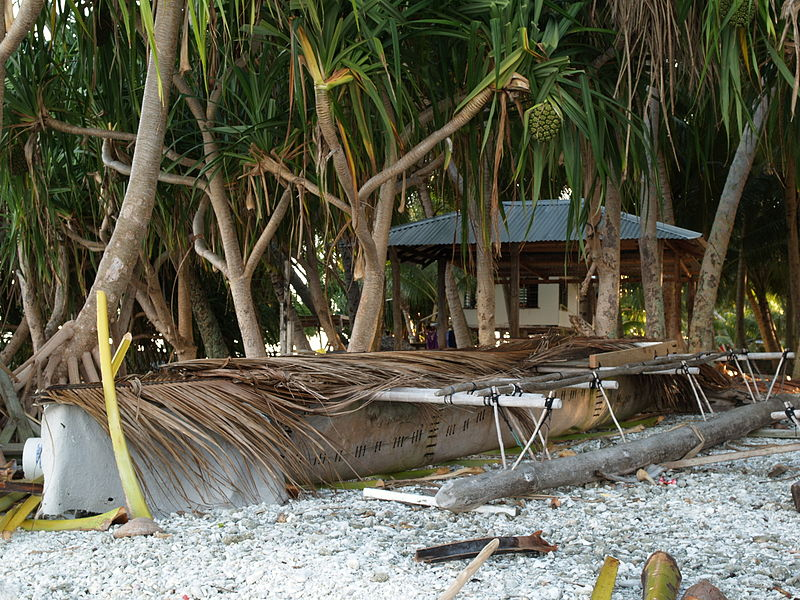 File:Tokelau Atafu vaka canoe. 20070715.jpg