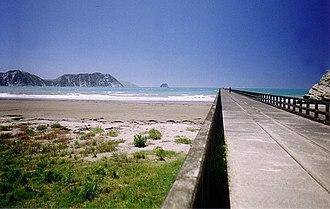 Tolaga Bay - Tolaga Bay wharf - New Zealand's second longest wharf