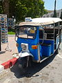 Tuk tuk bleu Monastir, Tunisie, juin 2012.jpg