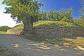 Tumulus of Bougon - Tumulus A, rear