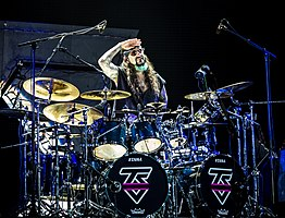 Portnoy performing with Twisted Sister in 2016
