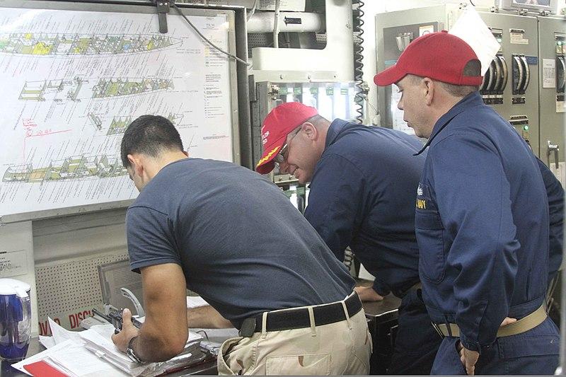 File:U.S. Navy Cmdr. Dennis Volpe, center, executive officer and team leader of damage control training, and Chief Damage Controlman David Helegda, right, team coordinator with damage control training, observe Lt 120809-N-XQ232-1896.jpg