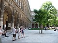 Universitaet Wien Hauptgebaeude Arkadenhof 4.jpg