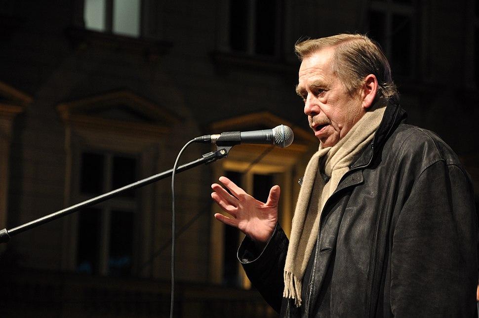 Václav Havel na Václavském náměstí 17. listopadu 2009c