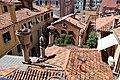 Venezia, palazzo fortuny, vista 03 camini veneziani.jpg