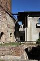 Verona, castelvecchio, museo, installazione esterna della statua di cangrande della scala, 01.jpg