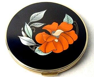 Compact (cosmetics) - Image: Vintage compact 1